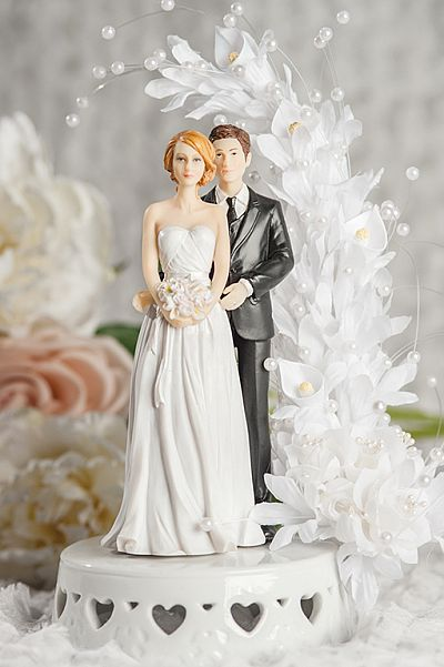 Mix And MAtch Bride And Groom Calla Lily Arch Wedding Cake