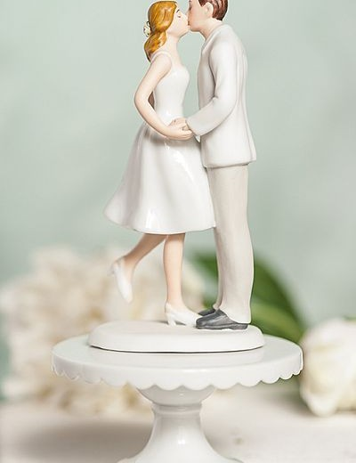 Leg Pop Kissing Couple Cup Cake Wedding Cake Topper