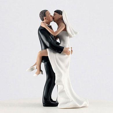 Kissing Couple - Medium Skin Tone