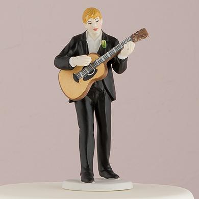 love-serenade-guitar-playing-groom-figurine2