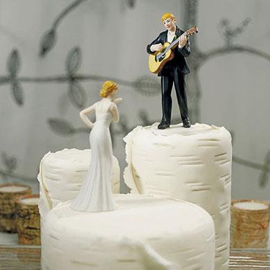 love-serenade-guitar-playing-groom-figurine4