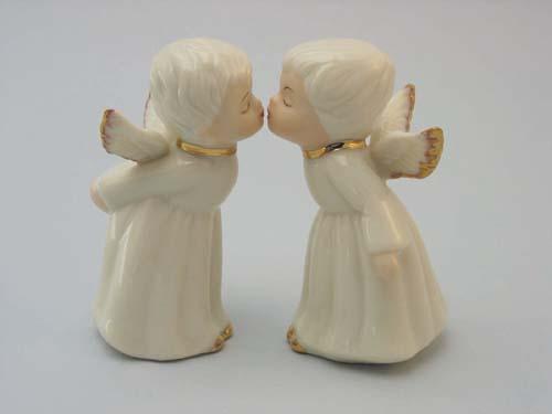 Kissing Cherub Angels